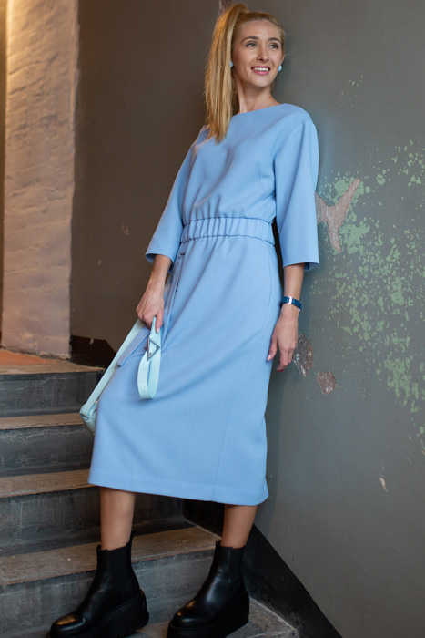Helesinine kummiga kleit (S)
